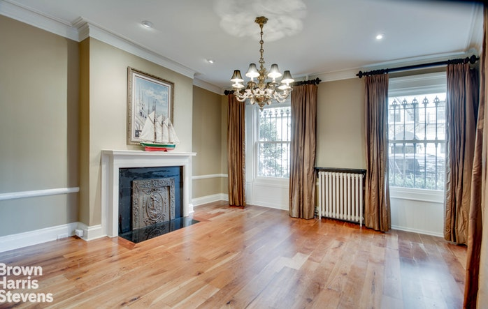 Additional photo for property listing at Magnificent Four-Story, Ideal Location 2 Sidney Place Brooklyn, New York,11201 États-Unis