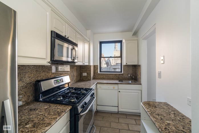 Additional photo for property listing at 875 FIFTH AVENUE  New York, New York,10065 United States