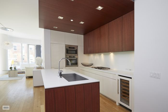 Additional photo for property listing at 122 GREENWICH AVENUE  New York, New York,10011 États-Unis
