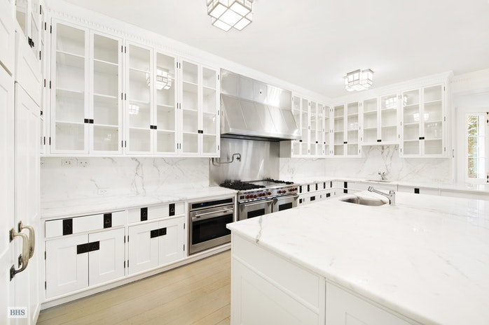 Additional photo for property listing at 16 East 69th Street  New York, New York,10021 États-Unis