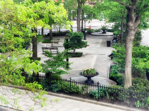 Additional photo for property listing at 2 HORATIO STREET  New York, New York,10014 États-Unis