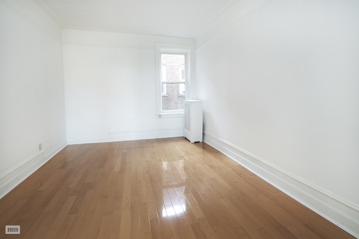 Additional photo for property listing at 6754 Fourth Avenue  Brooklyn, Nova York,11209 Estados Unidos