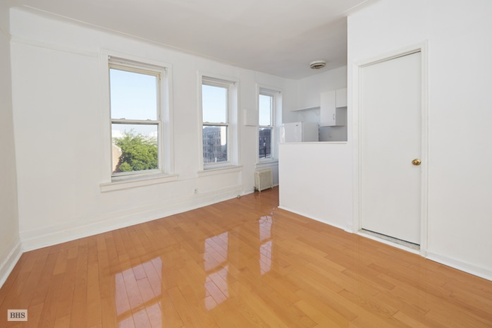Additional photo for property listing at 6754 -6756 Fourth Avenue  Brooklyn, 紐約州,11209 美國