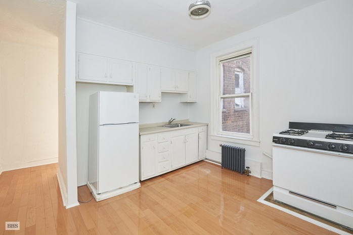 Additional photo for property listing at 6754 -6756 Fourth Avenue  Brooklyn, New York,11209 États-Unis