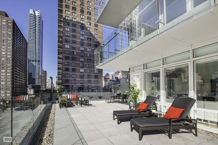 Additional photo for property listing at 310 EAST 53RD STREET  New York, New York,10022 États-Unis