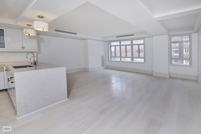 Additional photo for property listing at 21 EAST 61ST STREET  New York, New York,10065 États-Unis