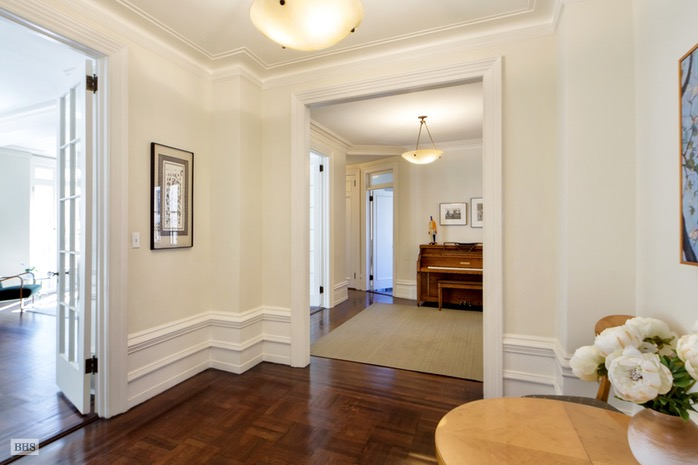 Additional photo for property listing at 895 WEST END AVENUE  New York, New York,10025 États-Unis
