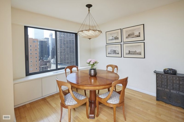 Additional photo for property listing at 200 EAST 61ST STREET  New York, New York,10065 United States