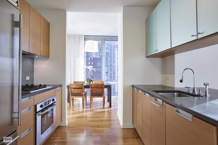 Additional photo for property listing at 310 WEST 52ND STREET  New York, New York,10019 États-Unis