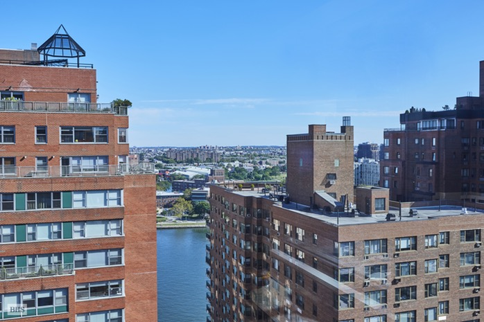 Additional photo for property listing at 60 EAST END AVENUE  New York, New York,10028 Verenigde Staten