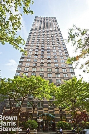 Additional photo for property listing at 300 EAST 85TH STREET  New York, New York,10028 Stati Uniti