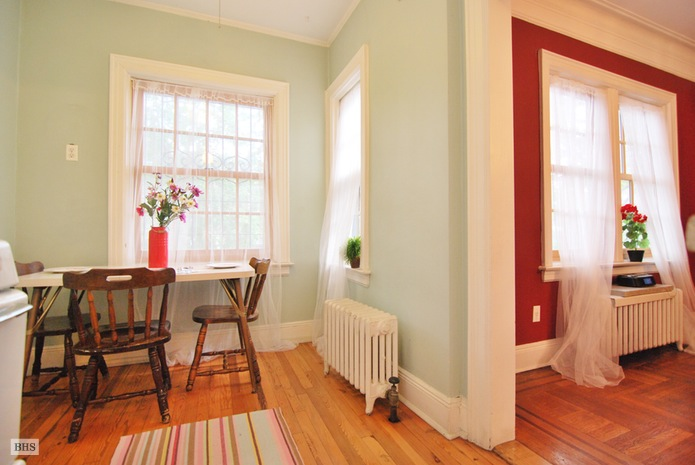 Additional photo for property listing at Home Sweet Home 34 -31 83rd Street Jackson Heights, New York,11372 États-Unis