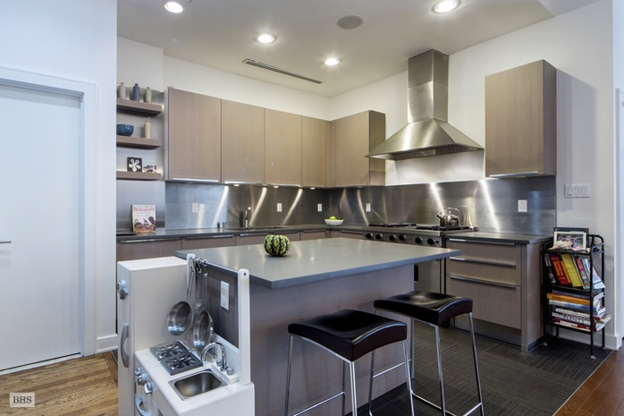 Additional photo for property listing at 251 WEST 19TH STREET  New York, New York,10011 Stati Uniti