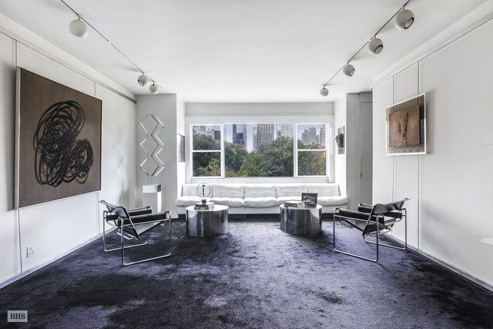 Additional photo for property listing at New York Upper East Side Corner Apartment, 785 Fifth Avenue 785 FIFTH AVENUE New York, New York,10022 États-Unis