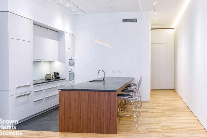 16 East 17th Street, Flatiron, NYC, $3,250,000, Web #: 17009409