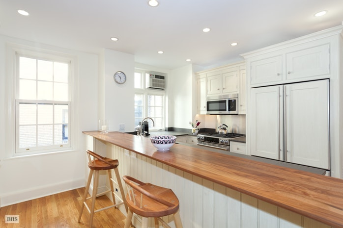 164 East 72nd Street, Upper East Side, NYC, $2,650,000, Web #: 17039394