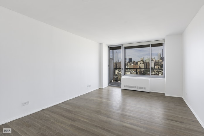 270 West 17th Street, Chelsea, NYC, $3,975, Web #: 17072819