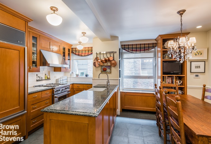 2 Beekman Place, Midtown East, NYC, $4,050,000, Web #: 17477190