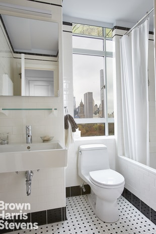 25 Central Park West 14P, Upper West Side, NYC, $7,000, Web #: 18403444