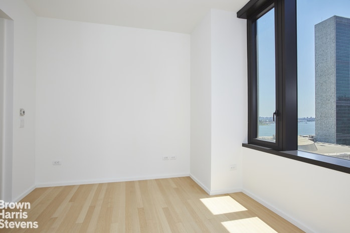 50 United Nations Plaza 15A, Midtown East, NYC, $12,000, Web #: 18741194
