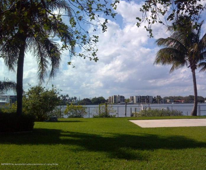 Additional photo for property listing at Address Not Disclosed  Lake Worth, Florida,33462 États-Unis