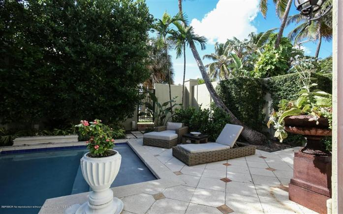 Additional photo for property listing at 110 Hammon Av 110  Palm Beach, Florida,33480 United States