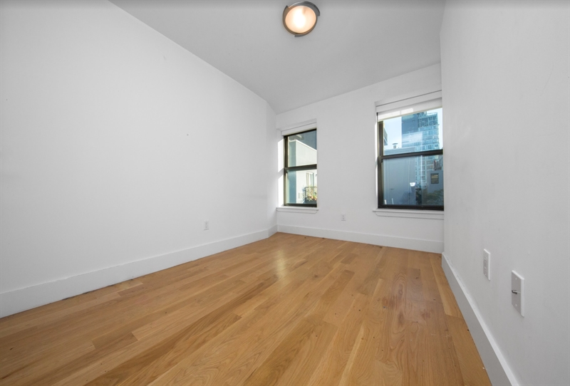 113 Stanton Street, Lower East Side, NYC, $8,500, Web #: 81478