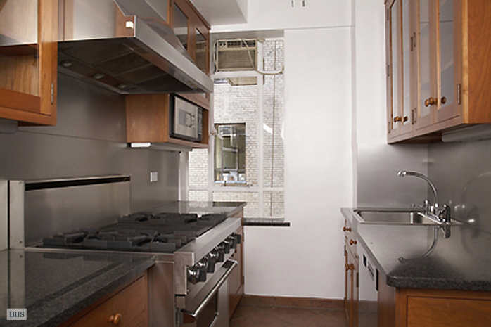 25 Central Park West, Upper West Side, NYC, $2,470,000, Web #: 493626