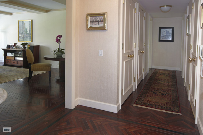 1049 Fifth Avenue, Upper East Side, NYC, $2,100,000, Web #: 1109949