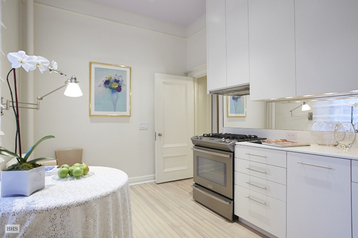 39 West 67th Street, Upper West Side, NYC, $799,000, Web #: 11424503