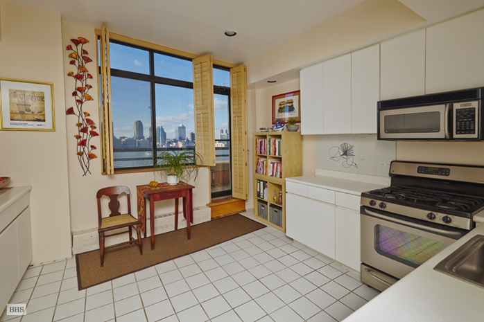 350 Albany Street, Battery Park City, NYC, $3,150,000, Web #: 11870401