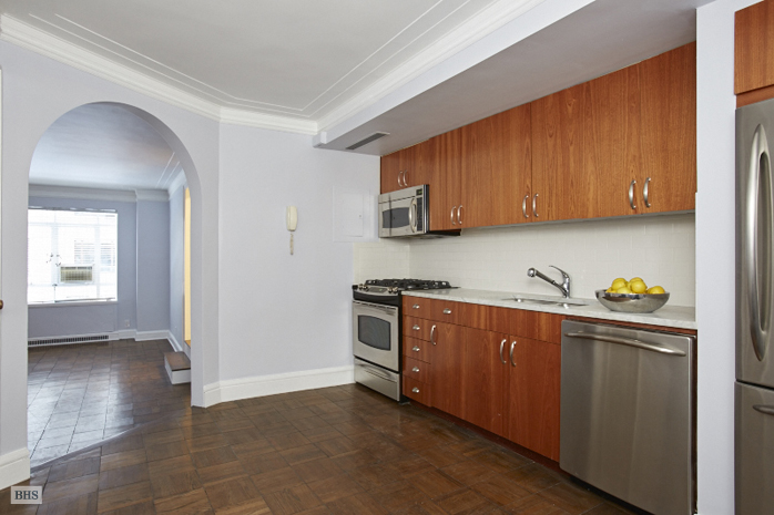 25 Central Park West, Upper West Side, NYC, $1,200,000, Web #: 11981968