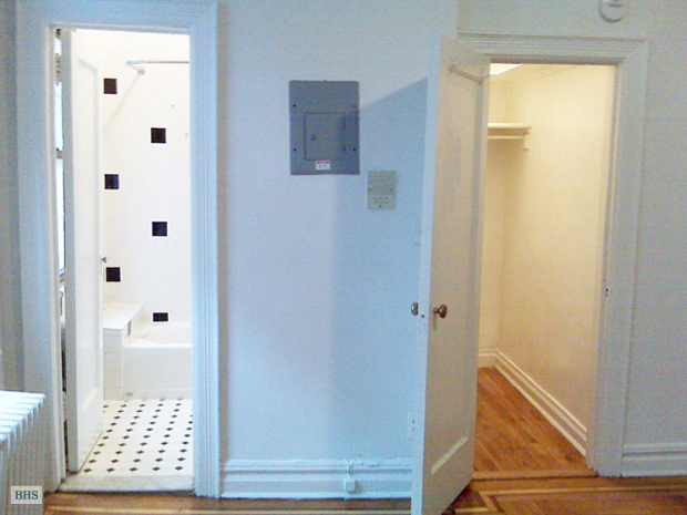 378 Bleecker Street, West Village, NYC, $2,350, Web #: 12202353