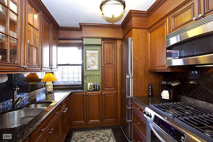 301 East 64th Street, Upper East Side, NYC, $802,500, Web #: 1221581