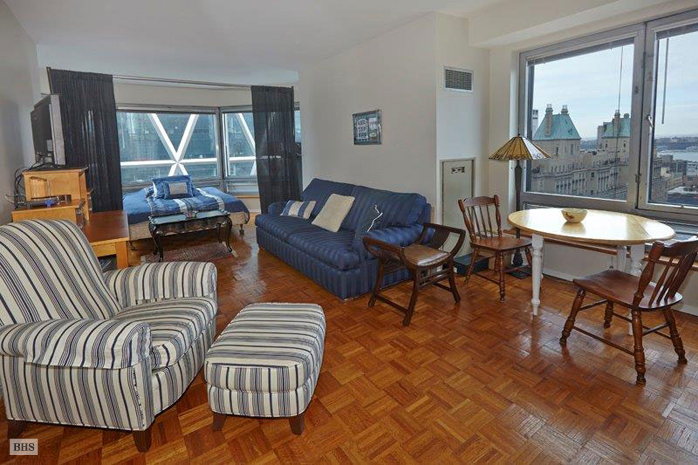 West 57th Street, Midtown West, NYC, $2,900, Web #: 12305662