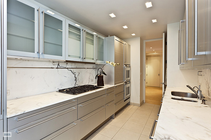 15 West 53rd Street, Midtown West, NYC, $17,500, Web #: 12406022