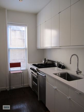 92 Perry Street 12A, West Village, NYC, $4,850, Web #: 14352488