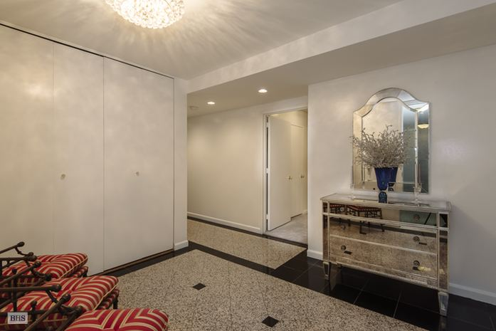 422 East 72nd Street, Upper East Side, NYC, $1,650,000, Web #: 14466913