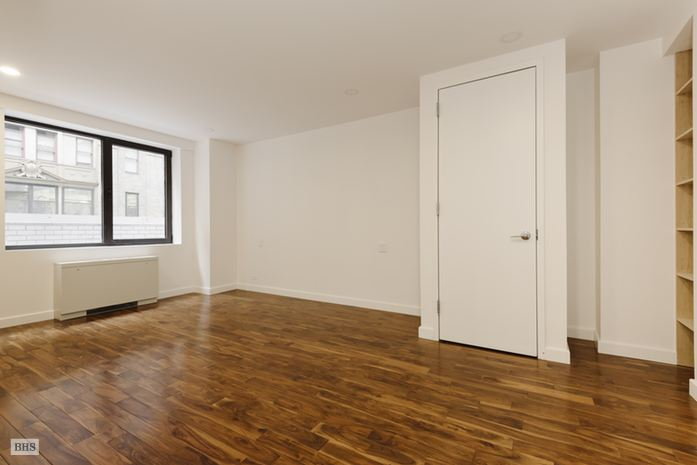 116 Central Park South, Midtown West, NYC, $6,000, Web #: 14484417