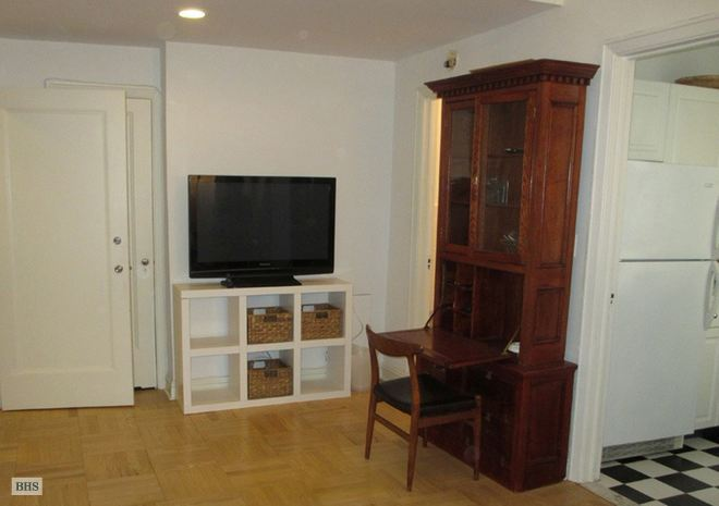 25 Central Park West, Upper West Side, NYC, $2,850, Web #: 14640708