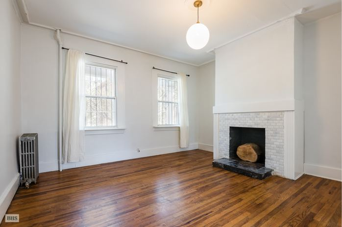 Vanderbilt Avenue, Brooklyn, New York, $4,200, Web #: 14672453