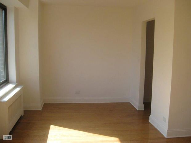 372 Central Park West, Upper West Side, NYC, $2,500, Web #: 15013473