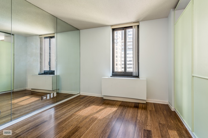 200 Rector Pl, Battery Park City, NYC, $635,000, Web #: 15275820