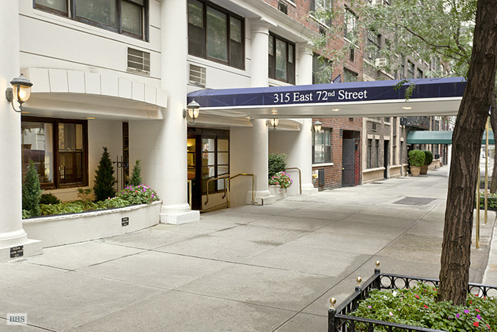 315 East 72nd Street, Upper East Side, NYC, $1,050,000, Web #: 1534427