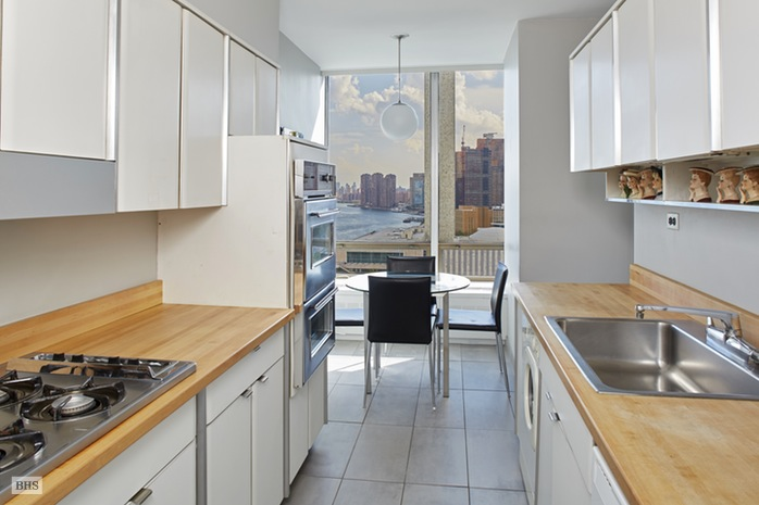 870 United Nations Plaza, Midtown East, NYC, $1,625,000, Web #: 15345635