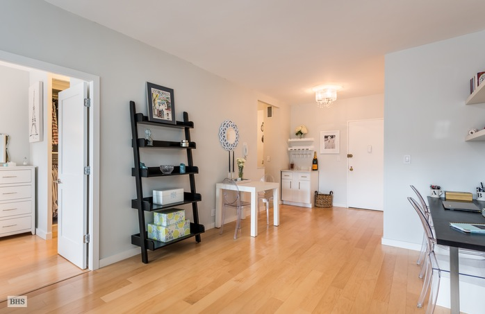 520 East 72nd Street 14B, Upper East Side, NYC, $579,000, Web #: 15453887