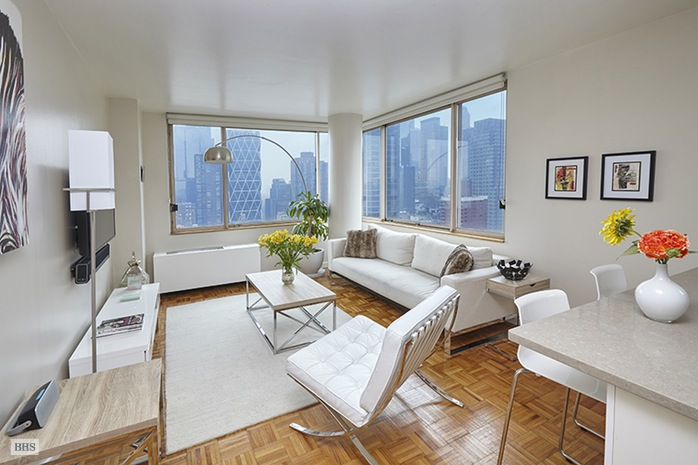 350 West 50th Street, Midtown West, NYC, $3,500, Web #: 15467642