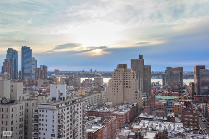 310 West 52nd Street, Midtown West, NYC, $1,280,000, Web #: 15489326