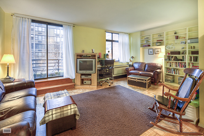 350 Albany Street, Battery Park City, NYC, $418,888, Web #: 1549177