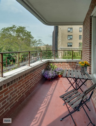 60 Plaza Street East, Brooklyn, New York, $1,300,000, Web #: 15517838